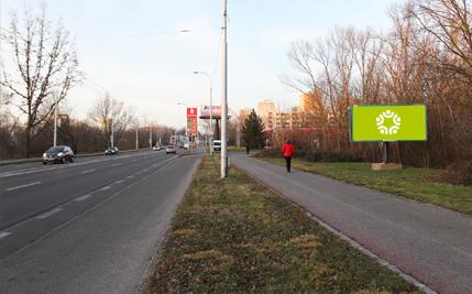 Pardubice - ulice Hradecká, před OMV