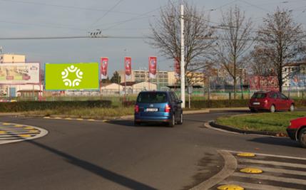 Pardubice - ulice Poděbradská, u fotbalového hřiště