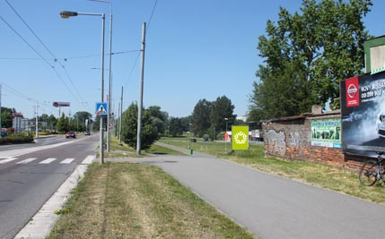 Pardubice - ulice Kpt. Bartoše, hypermarket Albert, směr z centra