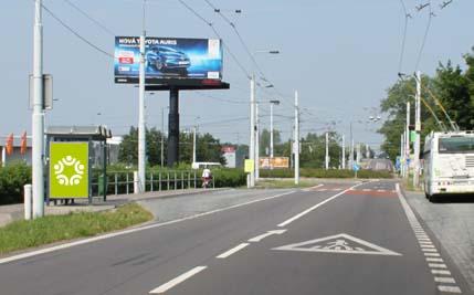 Pardubice - ulice Poděbradská, zastávka Globus DC