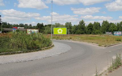 Pardubice - ulice Nádražní, u kruhového objezdu