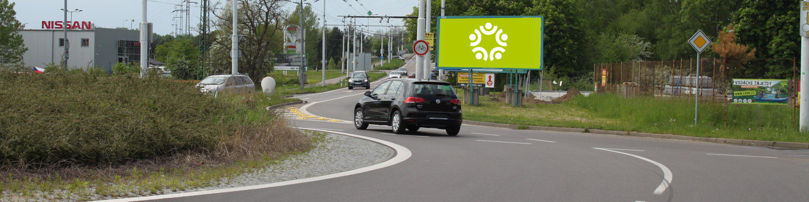 Pardubice - ulice Poděbradská, na kruhovém objezdu u Globusu