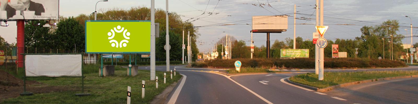 Pardubice - ulice Poděbradská, u kruhového objezdu u Globusu