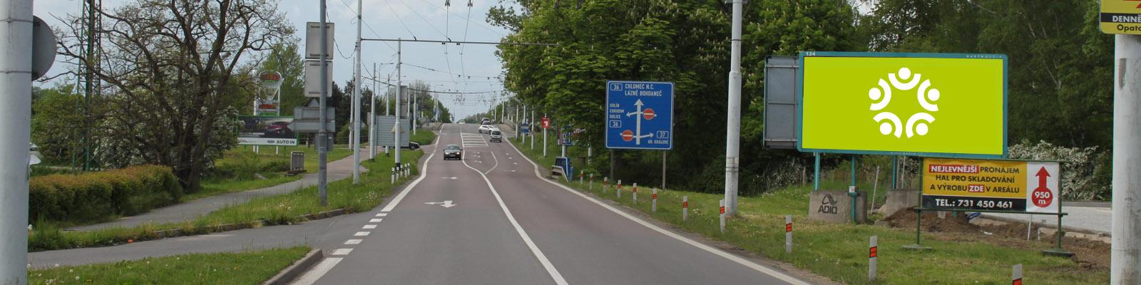 Pardubice - ulice Poděbradská, za kruhovým objezdem u Globusu