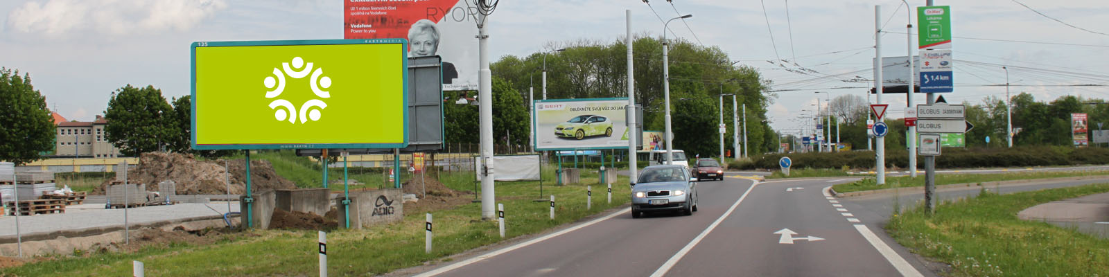 Pardubice - ulice Poděbradská, před kruhovým objezdem u Globusu