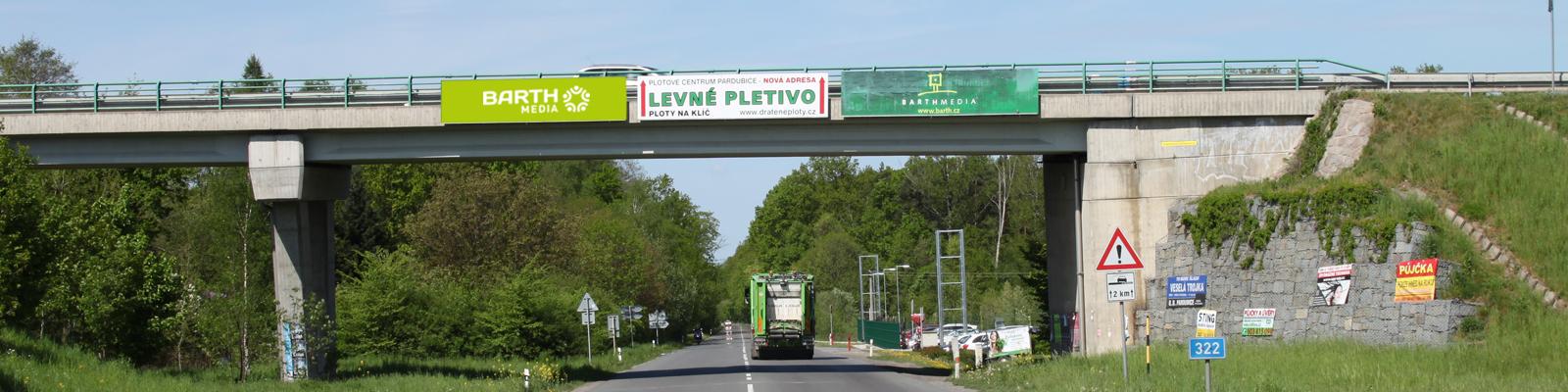 Černá za Bory - ulice Staročenská, směr Pardubice, první