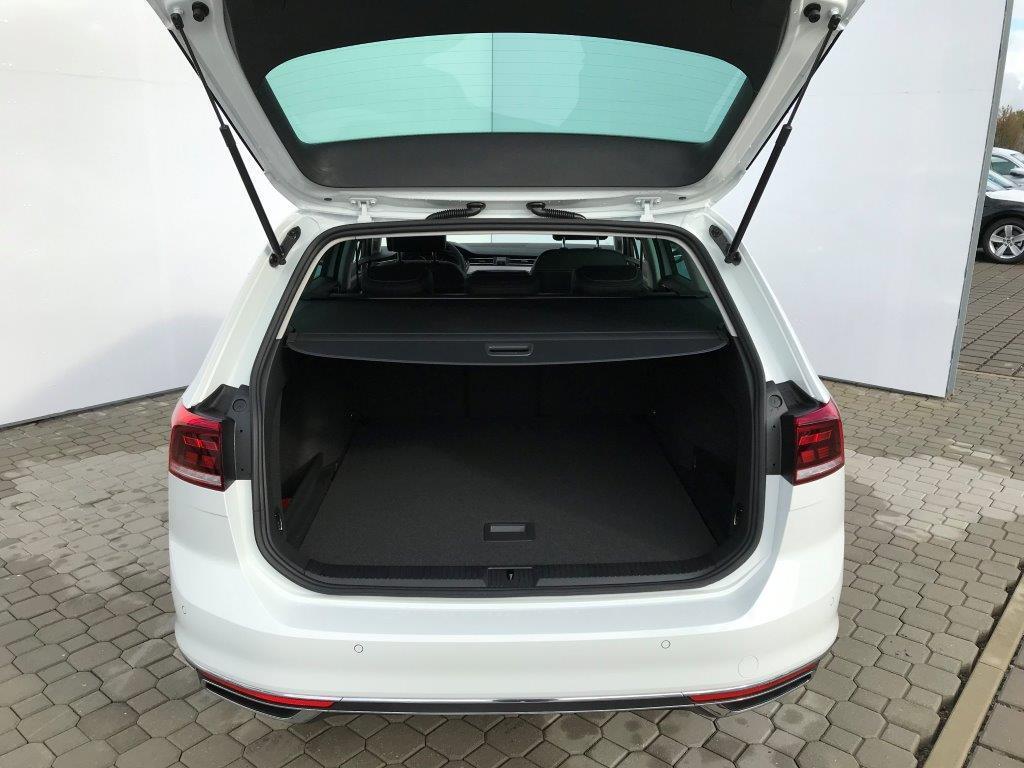 volkswagen-passat-variant-elegance-7dsg-1-5tsi-110kw5d9db6adb170b.jpg